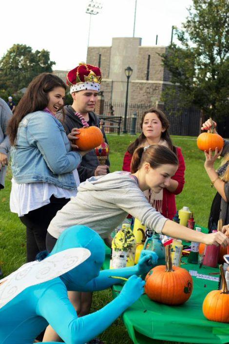 Students paint pumpkins as Fordham kicks off Halloweek. Kellyn Simpkins/The Ram