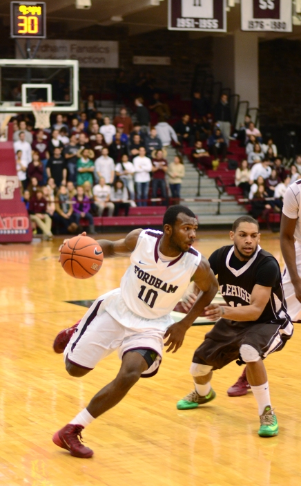 Men's Basketball Wins First A-10 Game