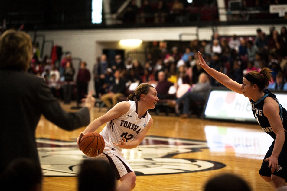 Women's Basketball Stuns GW in Front of Home Crowd