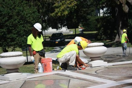 Interns Practice Preservation at Woodlawn