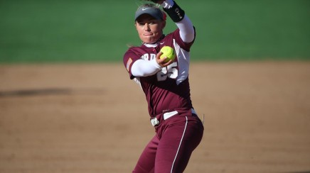 Softball Starts Out Hot in Arizona, Goes 4-1