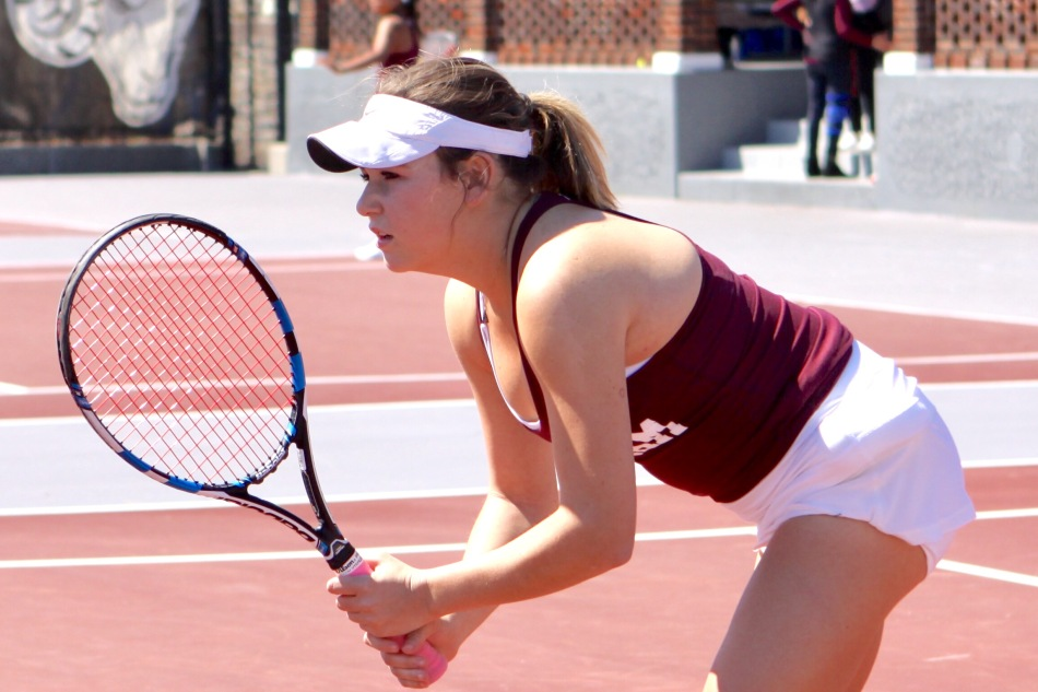 Women's Tennis' Win Streak Ends at17